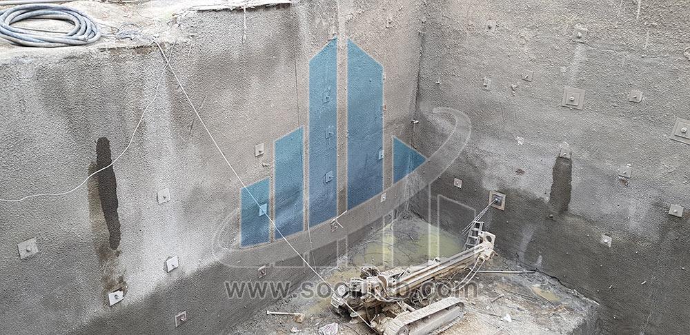 تثبیت و بهسازی در مجاورت ساختمان فاقد اسکلت و با وجود حفرههای متعدد در زیر ملک