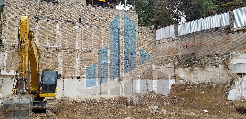 اجرای سازه نگهبان خرپا به ارتفاع 17 متر در مجاورت ساختمان فاقد اسکلت